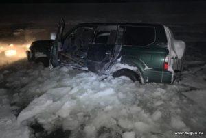 Первый в 2021 году автомобиль провалился под лед на Красноярском море